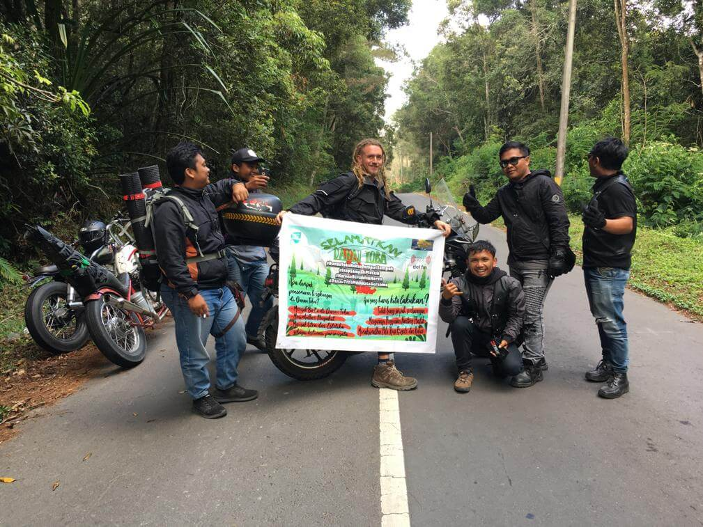 Clean up Lake Toba Motorbiketour Motorradtour